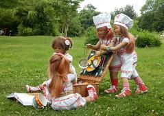 Kochen im Park ... (Kindergartenkinder) Tags: dolls himstedt annette kindergartenkinder essen park gruga garten kind personen annemoni sanrike milina tivi kochen
