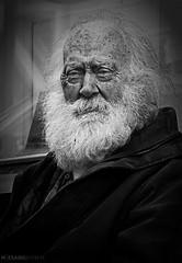 retrato de un abuelo (Mauro Esains) Tags: señor mayor islandia reykjavik rostro años barba arrugas pensando mirada blanco y negro