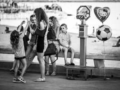 Vive les vacances (totofffff) Tags: cannes croisette france french riviera street alpes maritimes mditerrane noir blanc black white festival film olympus om d e m1 expo droite