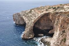 DSC_2242 Blue Grotto (David Barrio Lpez) Tags: bluegrotto wiedizzurrieq acantilado cliff gruta grotto cueva cave turquoisewater mar mediterraneo sea mediterraneam tuitiofideietobsequiumpauperum ordendemalta orderofmalta hospitalarios ordendesanjuandejerusaln malta malto republicofmalta repubblikatamalta europe europa nikon d90 nikond90 davidbarriolpez davidbarrio