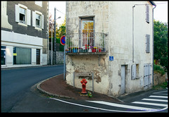 160728-0131-XM1.jpg (hopeless128) Tags: france road reflection buildings biuilding 2016 balcony eurotrip roadmarkings confolens aquitainelimousinpoitoucharen aquitainelimousinpoitoucharentes fr
