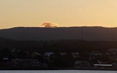 Breitinden (?) på Senja troner over Gibostad (harald.bohn) Tags: senja kveld troms seiling kveldssol nordlandsbåt lenvik breidtinden gibostad bjorelvnes tradisjonsbåt