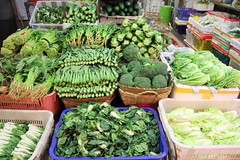 Asian Vegetables Market (L. Felipe Castro) Tags: asia hong kong vegetable market street food china 香港 luizfelipecastro photographer asian best pictures picture photo photography destination vacation 2012 incredible wonderful fantastic awesome férias asiatico asiatica maravilhosas melhores beauty interesting flickr most touristic attraction atração turistica chinese girl top beautiful hot sexy model luizfelipedasilvadecastro fotografo