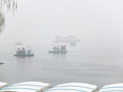 Sommerpalast - YiHeYuan (Rainer ❏) Tags: china rain beijing boote summerpalace regen x10 gardensofnurturedharmony rainer❏ 颐和园頤和園