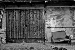 (db | photographer) Tags: door wood blackandwhite bw france barn blackwhite nikon noiretblanc decay seat nb couch sofa porte savoie tamron grange siege bois canape decrepitude albiez d80 1750mm nikond80 ishflickr albiezmontrond damienbottura bottura tamronspaf1750mmf28xrdi adobelightroom35 adobephotoshopelements10