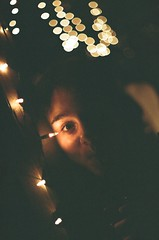 (Felipe de Oliveira R.) Tags: 2 brazil woman color film luz girl beauty brasil natal night analog 35mm canon de eos minas gerais julia kodak bokeh para mulher iso 1600 negative 400 bonita noite beleza analogue filme pushed negativo felipe campos amaral horizonte kodacolor thais stops belo oliveira pontos analógico película c41 pisca falabella puxado ultramax piscapisca revelação 3000n larama