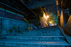 Sannei-zaka in summer night (Kyoto) /  (Kaoru Honda) Tags: city light summer japan night landscape temple alley nikon kyoto traditional alleyway   lantern  kansai   japon kiyomizudera    kinki higashiyama   ninenzaka         flickraward sanneizaka d7000 nineizaka sannnenzaka