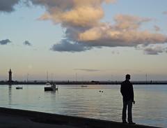 Homme libre, toujours tu chriras  la mer (domi1951 >1,5 K views thks !) Tags: mer horizon ciel nuage bateau phare reflets homme haute montsaintmichel jete cancale pleinelune mare vaguelettes merdhuile