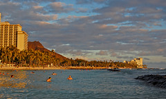 Golden Sunset (jcc55883) Tags: ocean sunset sky clouds hawaii nikon waikiki oahu pacificocean diamondhead waikikibeach yabbadabbadoo d40 kalakauaavenue kuhiobeachpark nikond40