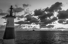 Humait (Mauriciovitch) Tags: preto branco black white pb bw bianco nero blanco negro blanc noir nuvens clouds salvador bahia faro farol lighthouse sunset por sol puesta