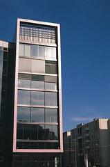 Immeuble du quartier Confluence (eflyfree) Tags: argentique byeflyfree caussenoir dxo france fujicolor200 iso200 nikkormat nikkormatft2 nikon