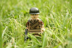 British Paratrooper WWII (1) (zalbaar) Tags: world 2 war lego wwii camouflage ww2 british minifig sten airborne customs paratrooper zalbaar