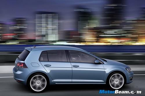 2013-Volkswagen-Golf-03