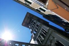 El elevador de Santa Justa (srgpicker) Tags: blue sky portugal azul d50 nikon lift lisboa lisbon elevator nikond50 cielo ascensor elevador
