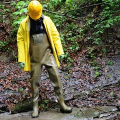 Chameau-oliv-Bach150 (Kanalgummi) Tags: rubber helm kanalarbeiter bomberjacke oilskin stahlkappen lzeug gummihose chestwaders sewerman goutier