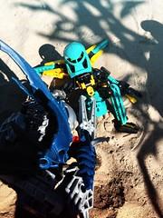 Amfibier VS Aizer (Toa Kaon) Tags: versus vs darkhunter toa moc bionicle lego