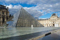 Musee du Louvre (KPPG) Tags: louvre paris frankreich france museum pyramide glas wolken sky himmel clouds outdoor samsungnx nx3000