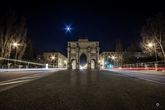 Siegestor (_ME_photography) Tags: schwabing mnchne munich nacht night dark siegestor langzeitbelichtung long time exposure weitwinkel ultra wide angle eos 600d canon stativ tripod quadriga victory gate lwe loan arch ludwig maximilian universitt lmu ohmstrase leopoldstrase maxvorstadt monument denkmal statue krieg frieden feldherrnhalle triumphbogen bogen gewlbe architektur architecture stern sterne star ampel traffic lights lightpainting outdoor lightroom lr5 auto car lightzieher