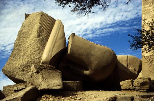 "Ägypten 1999 (423) Theben-West: Ramesseum • <a style=""font-size:0.8em;"" href=""http://www.flickr.com/photos/69570948@N04/29659447575/"" target=""_blank"">View on Flickr</a>"