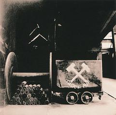 Glck auf (Uwe Kielas) Tags: lith lithprint moersch se5 agfaportrigarapid analog film ilfordhp5 rolleiflex zechezollverein essen industriekultur silbergelantine barytprint selentonung