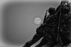 Blue Moonrise over the Iwo Jima Monument  B&W (DigitalDoug - 攝影) Tags: moon monument canon mall dc washington national nik ef 100400mm jima f4556l silverefexpro2 cmpgblue isiwo