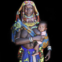 Thoningele with her little baby Kachemesa - a wonderful Mumuhuila mother with her child from Southern Angola (abgefahren2004) Tags: africa girls friends people black cute tourism kids children de necklace beads und african south culture mario tribal des tribes tradition tribe jewels ethnic colliers cultura sul tribo necklaces angola ethnology tribu tourismo herero tchter windes shne etnia tnico tarditional etnias angolan ethnie gerth hereros  mumuila  muhuila  muhacaona mumuhuila mwila      mucawana muwila muhuilas wwwmariogerthde muhuilasmumuhuilamuwilagirlskidschildrentribaltribetribu