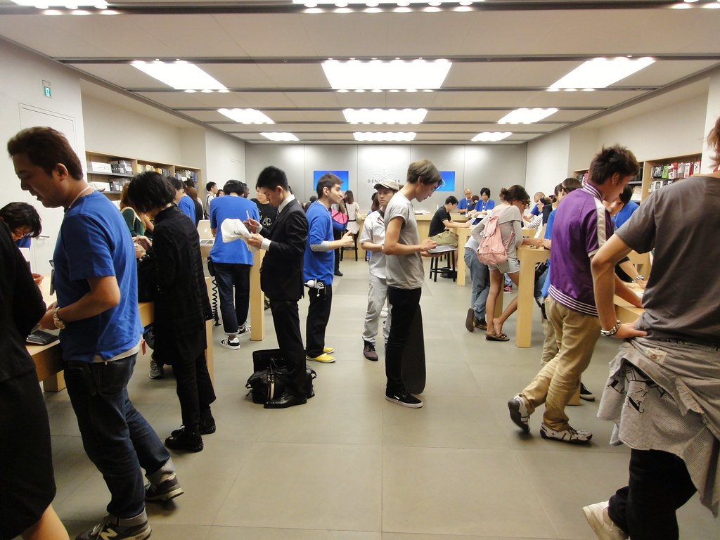 Apple Store Shibuya, Genius Bar by Dick Thomas Johnson, on Flickr