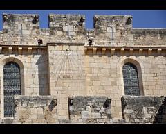 ... la Neus aquest ja el coneix.... (PCB75) Tags: solar catalonia sundial catalunya monasterio monastre catalogna monestir faana altcamp catalogne rellotge merlets espitlleres provnciadetarragona reialmonestirdesantescreus cadrainsolaire