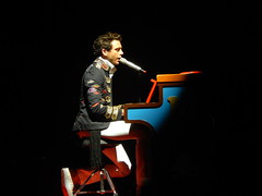Mika live in Genova Italy <3 (Eca photos) Tags: man grande italia famous piano uomo genova singer mika cantante pianoforte voce famoso francese anglolibanese
