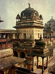 INDIEN, historisches Orchha, the old palace, 14133/6986 (roba66) Tags: indienhistorischesorchha indien indiennord asien asia india inde northernindia urlaub reisen travel explore voyages visit tourism roba66 city capital stadt cityscape building architektur architecture arquitetura monument bau fassade faade platz places historie history historic historical geschichte kulturdenkmal tradition culture kultur schloss castle palace palast urban burg kastell fortess festung turm zitadelle citadelle castelli castillo torresdedefensa arc arch