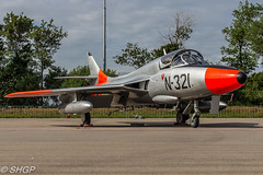 Hawker Hunter T.8C N.321, Luchtmachtdagen, Leeuwarden 2016 (harrison-green) Tags: f16a mlu fighting falcon rnlaf dutch foundation luchtmachtdagen leeuwarden ab netherlands aircraft air show airshow holland viper role demo aviation jet combat canon eos 700d sigma 150500mm vehicle airplane hawker hunter t8c