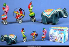 Circus Parade tin wind-up toy (toytent) Tags: circusparadetintoy vintagetoy winduptoy tps madeinjapan elephant circus clown acrobat toytent5597