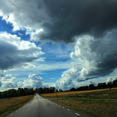 desde el camino (Milagros Sahlén) Tags: landscape outdoor cloud himlen sweden suecia cielo sky väg camino nubes moln landskap flickr