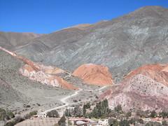 """Purmamarca: el Cerro de los Siete Colores (la Montagne aux Sept Couleurs) <a style=""""margin-left:10px; font-size:0.8em;"""" href=""""http://www.flickr.com/photos/127723101@N04/29115307666/"""" target=""""_blank"""">@flickr</a>"""