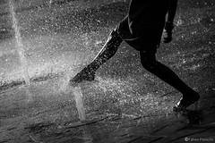 """""""Fun"""" (fab's_photos) Tags: approvato fun divertimento acqua water piedi feet italia italy milan milano nikond4 nikon 80200 bw biancoenero"""