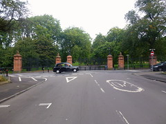 Kelvingrove st park gates (dddoc1965) Tags: dddoc davidcameronpaisleyphotographer september 23rd 2016 kenny ried glasgow buildings parks shop fronts fountain polish people churches mosque water