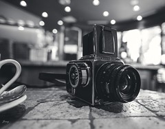 Old Camera Hasselblad 500 C/M (Janey Song) Tags: hasselblad500cm oldfilmcamera canon5dmarkiii ef1635mmf28liiusm stilllife coffeeshop bokeh