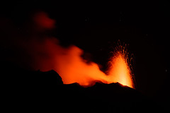 From the Heart of the Earth (kuhnmi) Tags: fire red hot heiss rot feuer lava fountain lavafontäne lavafountain stromboli volcano eruption volcanicactivity dark dunkel night schwarz nacht action power natur nature naturgewalten forcesofnature theelements landscape landschaft landscapephotography landschaftsfotographie parabel