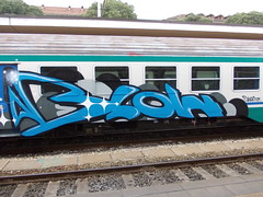 Immagine 207 (en-ri) Tags: train writing torino graffiti blow cyrus turchese luccichio