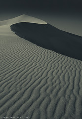 S i m p l i c i t y (Sakhr Abdullah) Tags: sky mountain texture nature beautiful beauty lines landscape sand desert natural dune curves simplicity simple طبيعة صحراء جبل تل رمل طعس السماء خطوط رملي لاندسكيب
