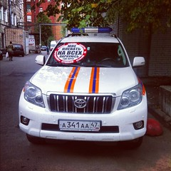 parking wars (Alexey Tyudelekov) Tags: saint sticker petersburg toyota land prado cruiser
