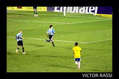 Brasil x Argentina (Victor Rassi 7 millions views) Tags: esportes futebol brasilxargentina coparoca 20x30 brasil 2012 goiânia goiás colorida canon américa américadosul canonef75300mmf456isusm estádioserradourada canoneosdigitalrebelxti rebelxti xti