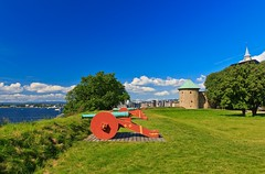 Shooting Cannons - A Sunny Postcard from Akershus Fortress in Oslo (Maria_Globetrotter) Tags: park city summer tower castle history tourism oslo norway stone museum canon norge colorful day view military capital over norwegen visit tourist clear prison area cannon torn kanon fjord sten akershus viewpoint festning utsikt historia stad oslofjord sommar fjorden slott fästning munks 550d akerhus 1585 quisling vidkun twelvepound kongeborg mygearandme renessansen mariasweden middelaldersk