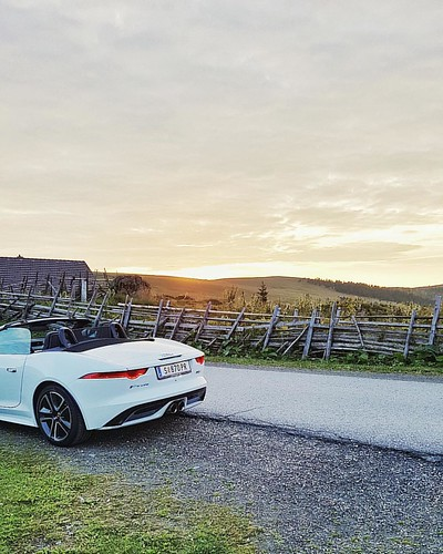 The hours before we arrived with our @jaguar #FType at the @almdorfseinerzeit. We had such a relaxing time. If you would ask me where to go for a winter vacation, I'd also choose the #AlmdorfSeinerzeit.  - - - Check out my blog post! - - - >>> www.teufels