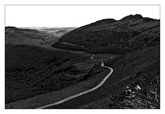 Puy mary, descent into the valley (loic.pettiti) Tags: programmanual f100 speed1160 iso100 focallength180mm35mmequivalent270mm focusmodeafc afareadynamicarea3dtracking shootingmodesingleframe autoiso vron ev13 meteringmodemultisegment wbauto1 picturecontrolstandard focusdistance562m dofinf126minf hyperfocal162m f3556 g vr lensnikkorafsdx18105mmf3556gedvr