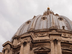 Kuppel mit Leuchtern (p601e) Tags: olympus epl3 slrmagic 25mm rom rome roma petersdom kuppel kerzenleuchter