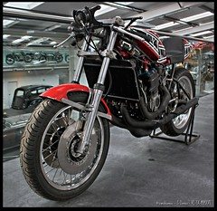Yamaha-TZ-750-D (zweiblumen) Tags: yamahatz750d 1976 classic motorcycle motormuseum jurby jourbee isleofman ellanvannin canoneos50d polariser hdr zweiblumen photoshopcs4
