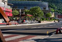 Andorra places & parcs: Escaldes (lutzmeyer) Tags: plaza city summer people leute place gente sommer platz centre august center menschen personas agosto verano leisure below baixa gent placa unten freizeit andorra agost gents pyrenees estiu pirineos pirineus pyrenen lliure escaldes sporthalle leasure persones sportcenter escaldesengordany stadtgebiet leicax1 andorracity lutzmeyer lutzlutzmeyercom carrerdelaconstitucio pratgranescaldes placalalinescaldes