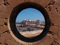 Stargate Morocco, Chevron 9 (ahd257) Tags: africa old startrek fiction shadow architecture pen jack starwars interesting raw alt space olympus science adventure atlantis morocco maroc stadt architektur maze medina afrika stargate sciencefiction altstadt oldtown chevron labyrinth essaouira jimihendrix weltall oneill marokko cornel macgyver stargateatlantis ipad wurmloch orsenwelles whormhole olympuscity xz1 olympusxz1 snapseed chevron8 chevron9 chevron5