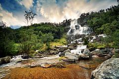 Tvindefossen (Youronas) Tags: sunset lake nature water norway landscape see norge waterfall wasser wasserfall natur norwegen voss landschaft hordaland tvindefoss tvindefossen tvinnefoss
